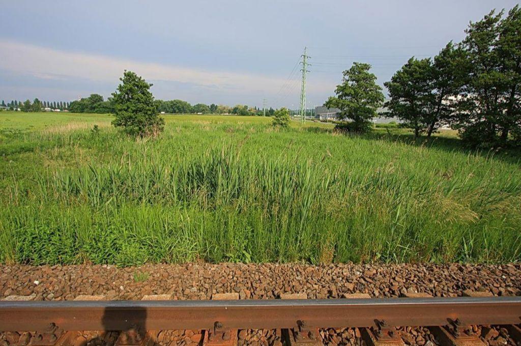 Pohled od pardubické tratě ve směru budoucí jižní spojky. Pramen: ŘSD, dokumentace EIA