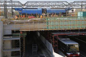 Zátěžová zkouška na nově budované trati z Hostivaře na Hlavní nádraží. Pramen: Metrostav a.s.