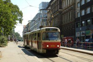 Tramvaj na Karlově náměstí. Autor: Aktron / Wikimedia Commons
