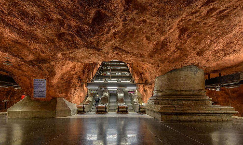 Stanice Rådhuset stockholmského metra. By Arild Vågen - Own work, CC BY-SA 4.0, https://commons.wikimedia.org/w/index.php?curid=40697870