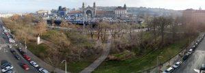 Hlavní nádraží a Vrchlického sady při pohledu od Opletalovy ulice. Pramen: IPR Praha