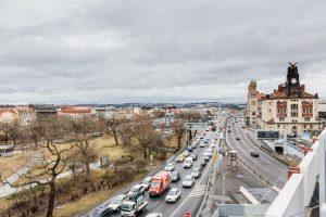 Pohled na magistrálu, Vrchlického sady a hlavní nádraží. Pramen: IPR Praha