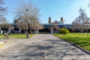 Odbavovací hala pražského hlavního nádraží. Pramen: IPR Praha
