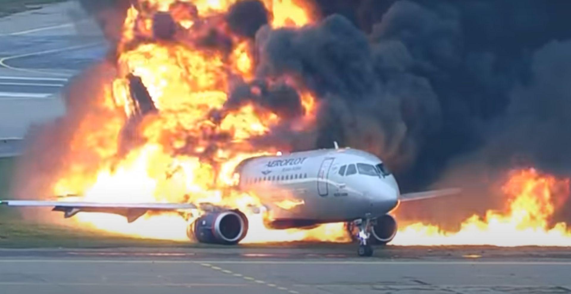Suchoj SuperJet 100 při nehodě 5. května 2019 v Moskvě. Foto: YouTube