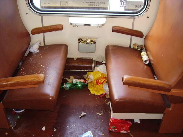 Nepořádek ve vlaku, ilustrační foto. Pramen: České dráhy