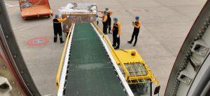 Nakládka letadla Boeingu 737-800 Smartwings v Kantonu. Foto: Smartwings