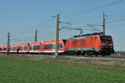 Převoz jednotek Stadler GTW pro Arrivu do Šumperka. Foto: Arriva vlaky