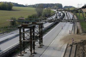 Vysunutí mostu na 172 km D1. Pramen: Metrostav a.s.