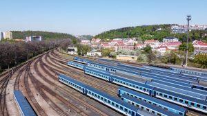 Zaplněné odstavné nádraží v Praze během omezení provozu. Foto: ČD