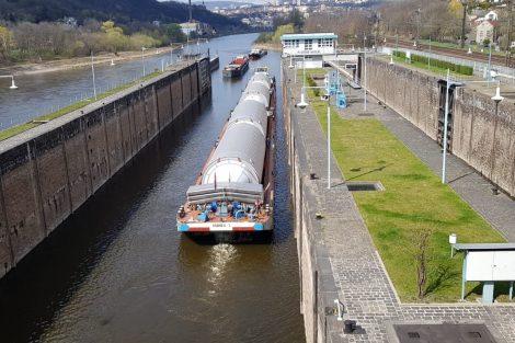 Plavební komora Střekov, dále už může loď plout bez remorkéru. Pramen: ŘVC ČR