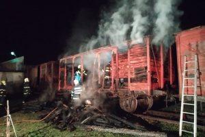 Požár nákladního vozu ve Výtopně Jaroměř. Foto: Bohuslav Škoda