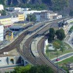 Ústí nad Labem hlavní nádraží. Autor: Vojtěch Dočkal – Vlastní dílo, CC BY-SA 4.0, https://commons.wikimedia.org/w/index.php?curid=42852618