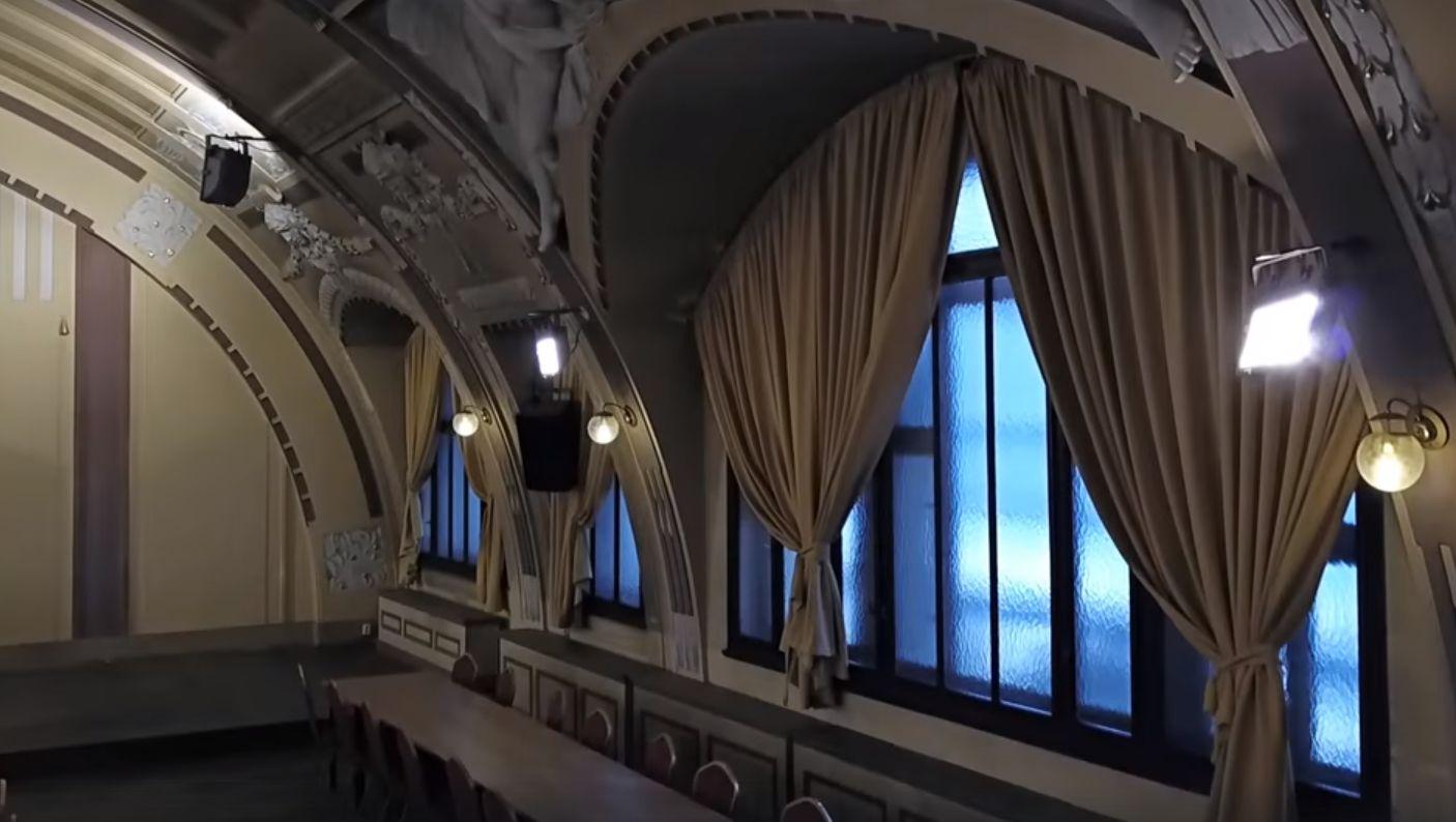 Kulturní sál Fantovy budovy. Pramen: Správa železnic
