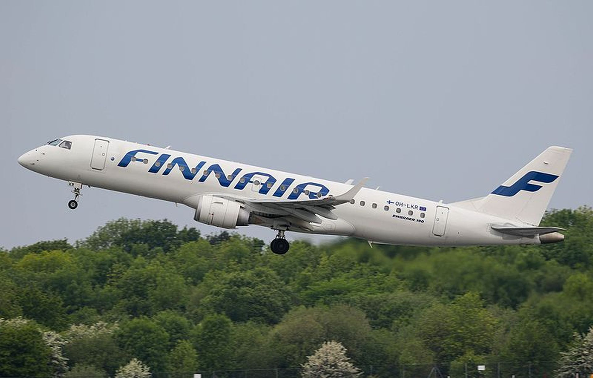 Embraer E190 v barvách Finnair. Foto: Russell Lee / CC BY (https://creativecommons.org/licenses/by/2.0)