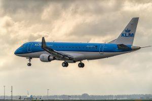 Embraer E-175 přistává v Amsterdamu. Foto: KLM