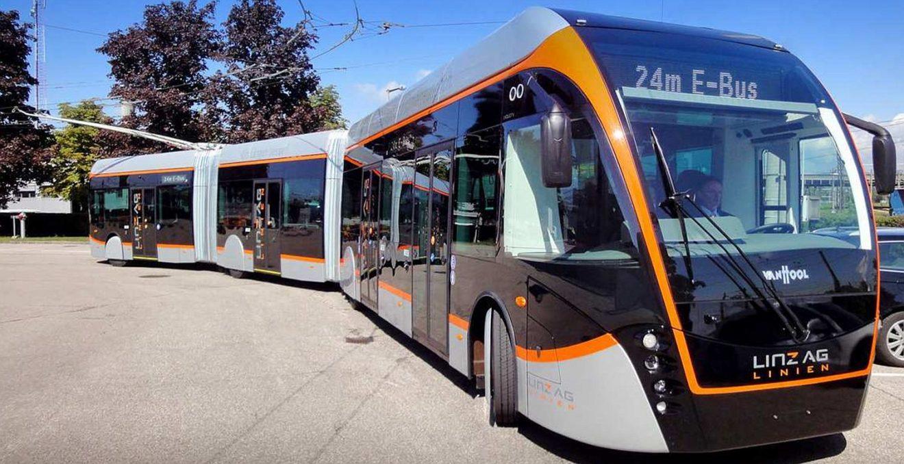Egy Linzben közlekedő Van Hool, amihez hasonlót keresnek Prágában (fotó: zdopravy.cz)
