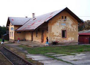 Nádražní budova Lubná. Autor: ŠJů, Wikimedia Commons