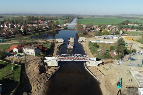 Příprava pro zdvihací železniční most v Lužci je hotova. Pramen: ŘVC