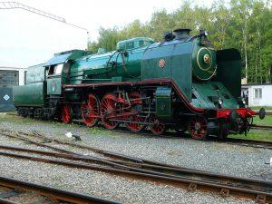 "Muzejní lokomotiva 387.043 ""Mikádo"". Autor: Rainerhaufe, CC BY-SA 3.0, https://commons.wikimedia.org/w/index.php?curid=6969467"