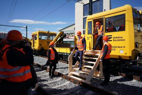 Negrelliho viadukt, protokolární vlak složený z drezín. Pramen: Twitter Jiřího Svobody