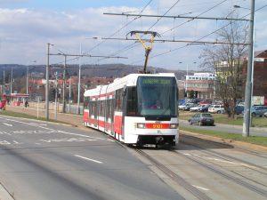 Tramvaj RT6N2 u zastávky Poliklinika Modřany. Foto: Daniel Mitáček