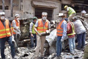 Francouzští vyšetřovatelé na místě nehody A320 v Karáčí. Foto: BEA