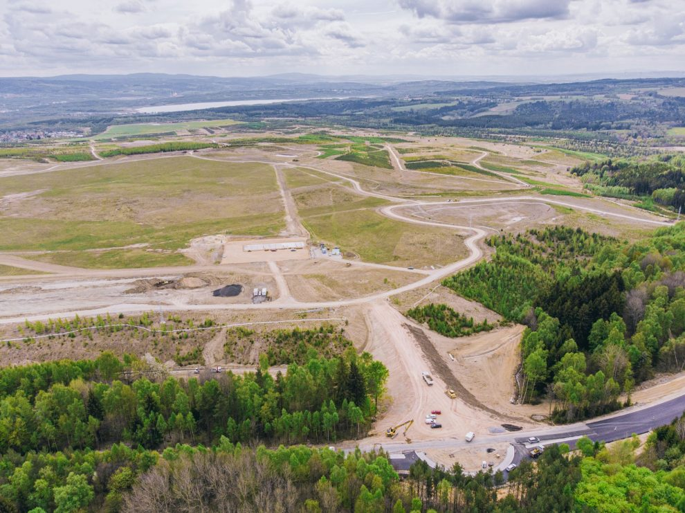 Letecký záběr na vznikající zkušební centrum BMW u Sokolova. Foto: BMW