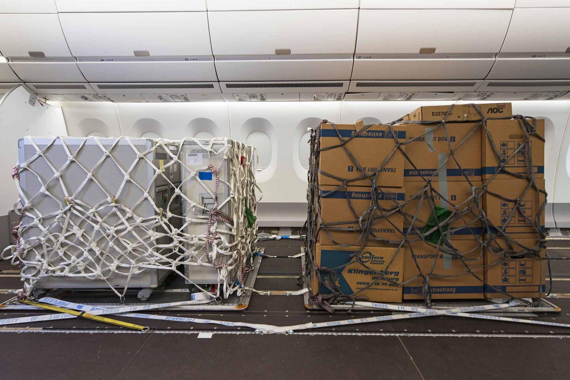 Přeprava nákladních palet na palubě. Foto: Airbus