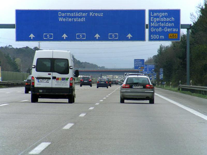Německá dálnice A5. Autor: Patrick Schmidt – Fotografie je vlastním dílem, CC BY-SA 3.0, https://commons.wikimedia.org/w/index.php?curid=5895681
