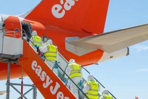 Příprava letadla easyJet před cestou v době pokoronavirové. Foto: easyJet