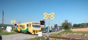 Přejezd ve Ktové na silnici I/35. Foto: Valbek