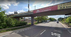 Nadjezd v Kyjevské ulici v Pardubicích překonává silnici I/36 i železniční koridor. Foto: Google Street View