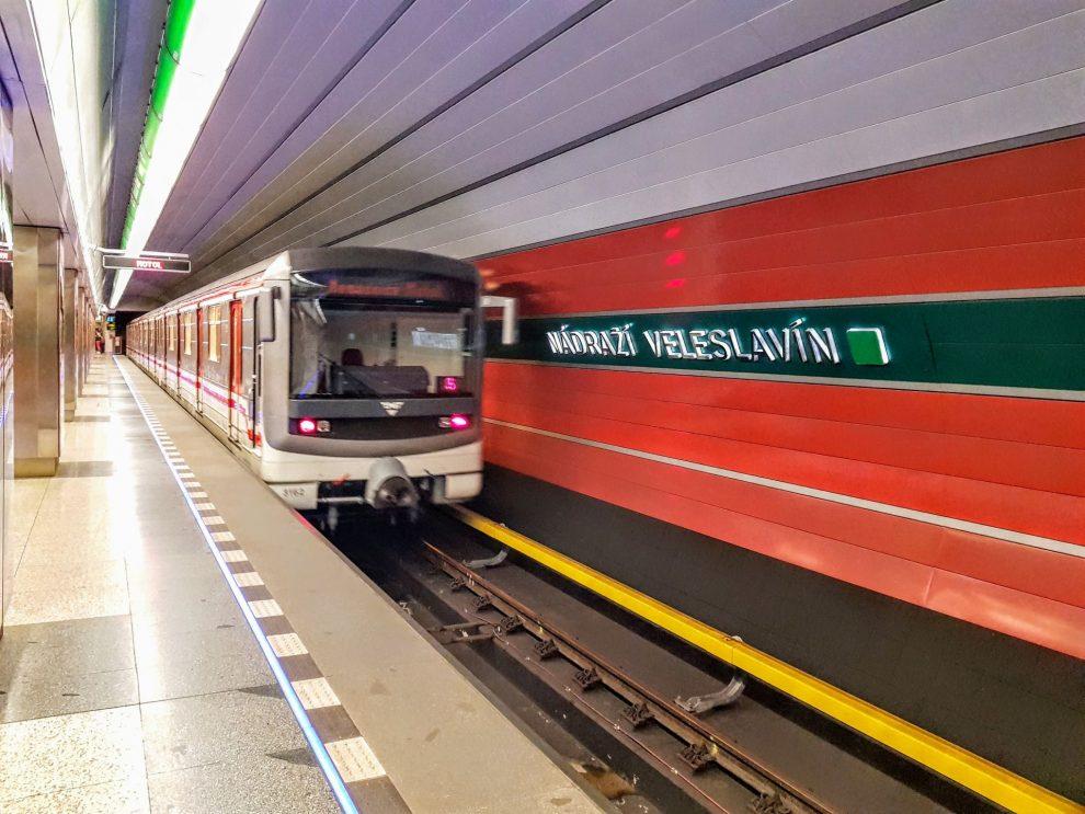 Metro ve stanici Nádraží Veleslavín. Foto: Zdopravy.cz / Jan Sůra