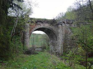 Starý most přes údolí Radslavického potoka. Pramen: Národní památkový ústav