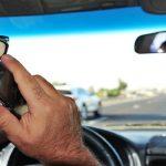 Telefonování za jízdy. Foto: ÚAMK
