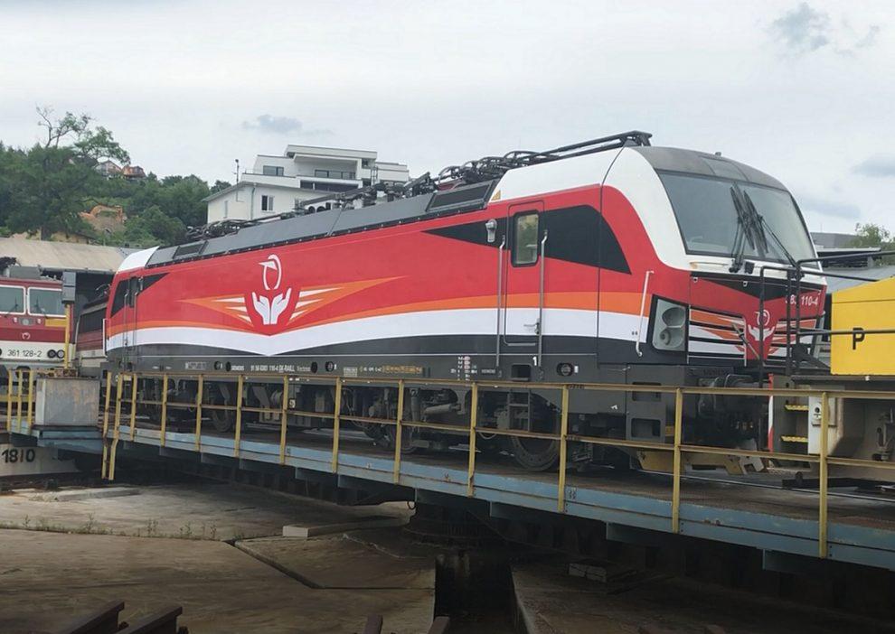 Lokomotiva Siemens Vectron v novém polepu ZSSK. Foto: ZSSK