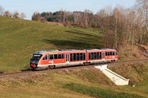 Jednotka Siemens Desiro u Bělé u Staré Paky. Foto: Liberecký kraj