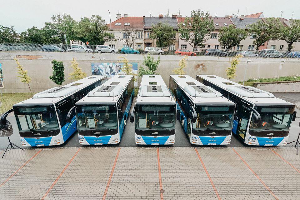Autobusy MAN v barvách Plzeňského kraje. Foto: Arriva