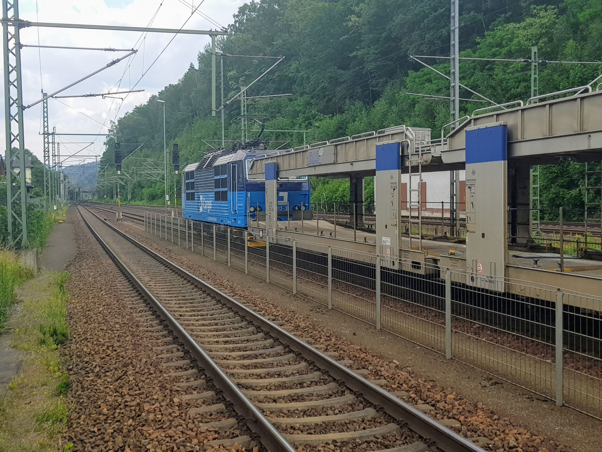 Nákladní vlak ČD Cargo v Bad Schandau čeká na povolení pro jízdu do Děčína. Foto: Jan Sůra / Zdopravy.cz
