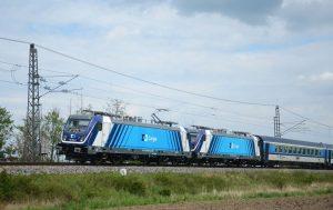 Lokomotivy Bombardier TRAXX MS3 v barvách ČD Cargo na železničním zkušebním okruhu ve Velimi. Foto: ČD Cargo