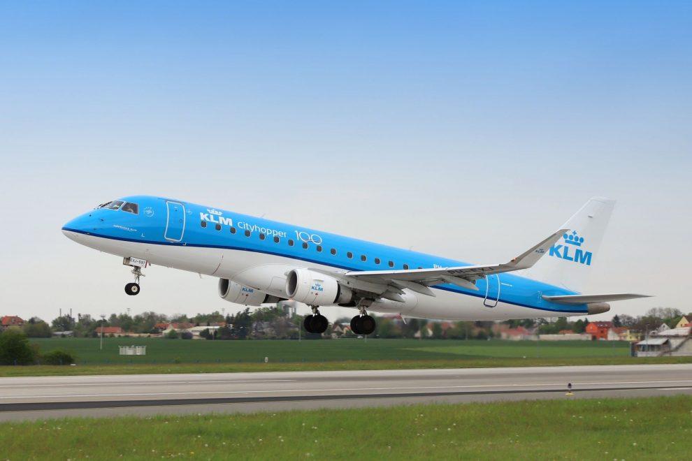 Embraer E-175 společnosti KLM v Praze. Foto: Letiště Praha