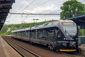 Jednotka Stadler Flirt společnosti Leo Express v Praze - Libni. Foto: Jan Sůra / Zdopravy.cz
