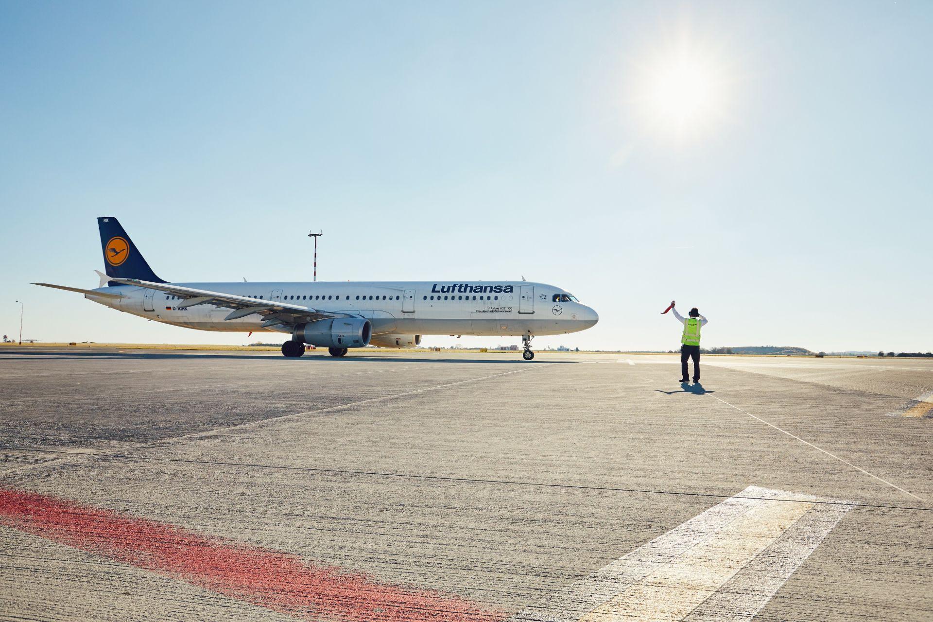 Airbus A321 společnosti Lufthansa v Praze. Foto: Letiště Praha