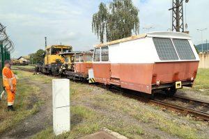 Přívěsný motorový vozík PVO. Pramen: Správa železnic