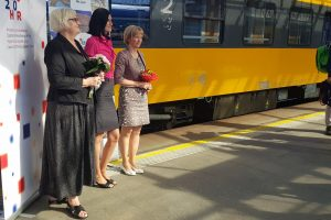 Velvyslankyně Chorvatska (vlevo) a Slovinska před odjezdem vlaku do Rijeky.