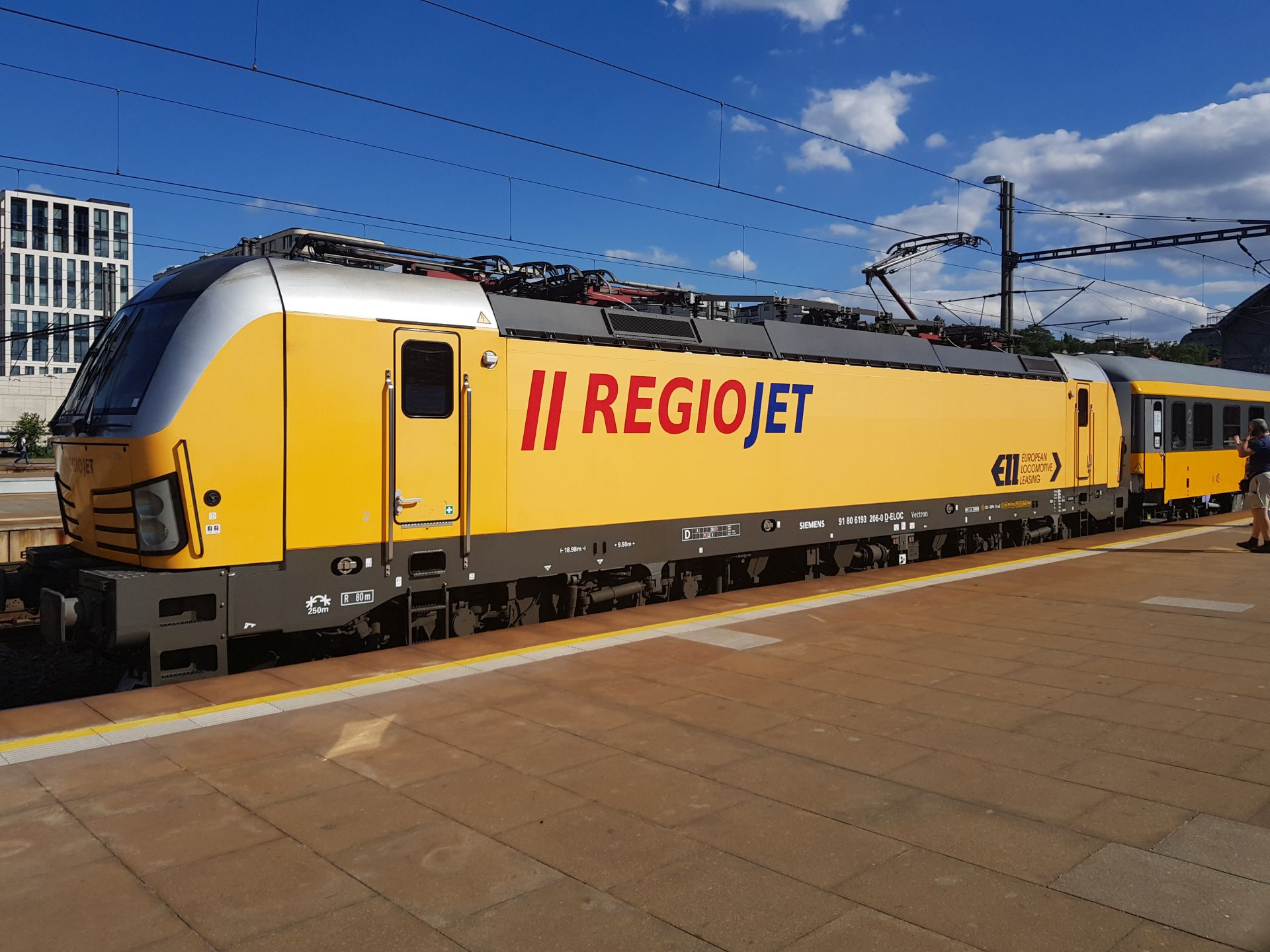 Siemens Vectron v barvách RegioJetu. Foto: Jan Sůra / Zdopravy.cz
