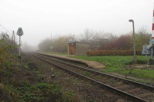 Zastávka Rynholec. Autor: Juandev – Vlastní dílo, CC BY-SA 3.0, https://commons.wikimedia.org/w/index.php?curid=37541503