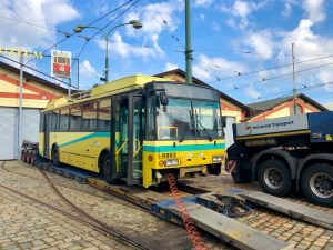 Trolejbus Škoda 14TrE po transportu do střešovického muzea MHD. Foto: DPP