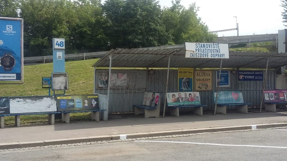 Odjezdové stání 48 v Brně na Zvonařce. Stav v červnu 2020. Foto: United Buses