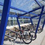 Přístřešek pro jízdní kola v Úvalech. Foto: Úvaly